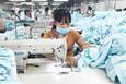 Đơn hàng giảm một nửa, lao động dệt may đối mặt nguy cơ lớn mất việc làm
