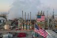 Giá xăng dầu hôm nay 22/1: Tồn kho Mỹ tăng cao, giá dầu giảm trở lại