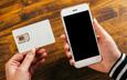 Du lịch nước ngoài nên dùng dịch vụ roaming hay SIM du lịch?