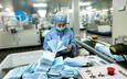 Mùa dịch Covid-19, giá trị tài sản công ty vải khẩu trang y tế Trung Quốc tăng gần 2 tỉ USD, nhà máy sản xuất chẳng khác máy in tiền
