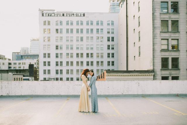 Chuyện tình 8 năm ngọt ngào của cặp đồng tính nữ với đám cưới đẹp như mơ - Ảnh 1.