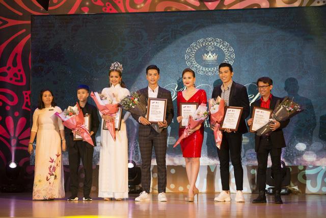 Hoa hậu Ngọc Châu diện áo dài trắng đội vương miện làm giám khảo Nét đẹp sinh viên  - Ảnh 7.
