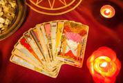 Tử vi hôm nay (16/3) qua lá bài Tarot: Bạn đang yêu và chẳng có công bằng nào ở đây cả!