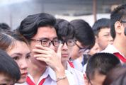Bạn bè, thầy cô nức nở đưa tang 8 học sinh đuối nước ở Hòa Bình