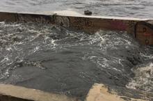 Video nước thải đen ngòm tuôn ào ạt bãi biển Mỹ Khê Đà Nẵng