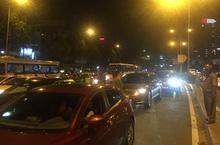 5 xe ô tô va chạm liên hoàn trên cầu vượt Hàng Xanh
