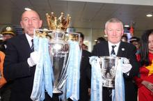Cận cảnh Cúp vô địch ngoại hạng Anh của đội Manchester City