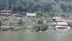 Phá nát cảnh quan hồ Ba Bể