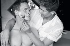 Bộ ảnh thân mật của ngôi sao đồng tính 'How I Met Your Mother' và chồng tại nhà riêng gây sốt mạng xã hội