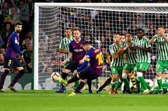 Messi lập hat-trick giúp Barca xây chắc ngôi đầu