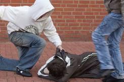 Một người đàn ông đồng tính ở Mỹ bị tấn công bởi đám đông gồm 10 người