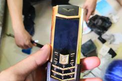 Bắt kẻ trộm điện thoại Vertu trong chùa ở Sài Gòn