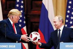 Quả bóng ông Putin tặng ông Trump có gắn thiết bị truyền phát?
