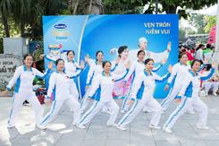 Vinamilk Sure Prevent tiếp tục đồng hành rèn luyện sức khỏe người cao tuổi tại Hà Nội
